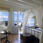 Suites of the Gods - Santorini